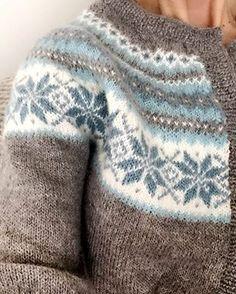 deilig fargesammensetning! Fair Isle Knitting Patterns, Fair Isle Pattern, Knitting Charts, Sweater Knitting Patterns, Baby Knitting, Icelandic Sweaters, Creative Textiles, Crochet Wool, Knitwear