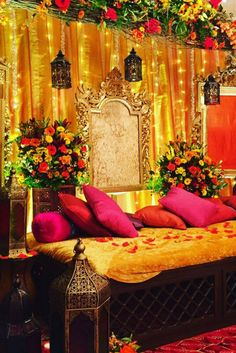 Arabian night mehndi evening decor by Events - Arabian night mehndi evening decor by Events La mejor imagen sobre healthy meal prep para tu gu - Desi Wedding Decor, Wedding Hall Decorations, Wedding Mandap, Marriage Decoration, Wedding Mehndi, Wedding Ideas, Mehndi Stage Decor, Pakistani Mehndi Decor, Mehendi Decor Ideas