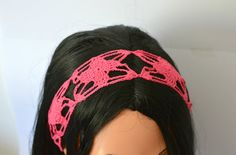 Brandnew #crochet #hairband in #pink I created for the #summer #season. Hope you like it! Click on the photo for more details.   #fascia #fucsia #uncinetto per #capelli di #IlmondodiTabitha su #Etsy