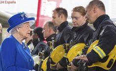 Isabel II admite que es difícil evitar el ánimo «sombrío» que vive en Reino Unido
