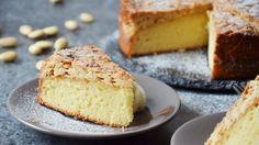 V roce 1904 se ve Stockholmu konala premiéra slavné Pucciniho opery Tosca. A na základě této výjimečné události získal název tento švédský karamelovo-mandlový dort. Jestli je to pravda, nebo ne, necháme na jiných. Co je ale pravda pravdoucí, že tento koláč je jednoduše výtečný!