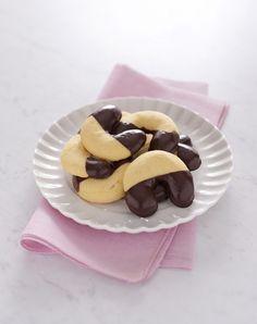 Biscotti a ferro di cavallo : Scopri come preparare questa deliziosa ricetta. Facile, gustosa e adatta ad ogni occasione. Questo dolce/dessert ha un tempo di preparazione di 15 minuti.