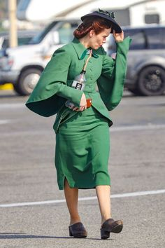 Hollywood Actress, Director and Producer Sarah Paulson in Green Dress at an upcoming American drama web television series Ratched, based on the novel One Flew Over the Cuckoo's Nest by Ken Ke… Amanda Plummer, Corey Stoll, Trending Tv Shows, Bollywood Bikini, Outfits 2016, Bikini Images, Iconic Women, Best Actress, Movies
