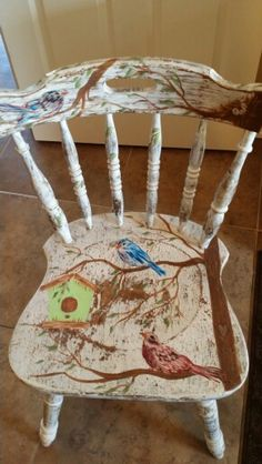 Simple enough to do. Carries my birdhouse theme. Could even feature one of the birdhouses that I have in inventory. Hand Painted Chairs, Painted Stools, Funky Painted Furniture, Refurbished Furniture, Art Furniture, Repurposed Furniture, Furniture Projects, Furniture Makeover, Muebles Shabby Chic