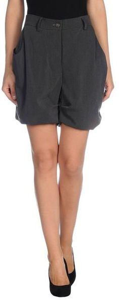"""Pin for Later: Die schönsten Shorts fürs Büro  Vivienne Westwood """"Anglomania"""" Shorts (ursprünglich 209 €, jetzt 125 €)"""