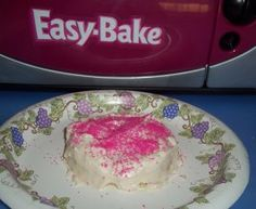 Easy-Bake Oven Pink Sparkles Frosting cut receipe I. Hals still way too much for one cake Easy Baking Recipes, Oven Recipes, Cake Mix Recipes, Frosting Recipes, Flan, Scones, Easy Bake Oven Mixes, Childrens Baking, Brownies