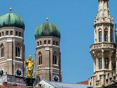 Oben angekommen sieht man nicht nur die sieben riesigen Glocken des Turms aus nächster Nähe, sondern kann den Blick über die ganze Stadt hinweg bis zu den Alpen schweifen lassen.