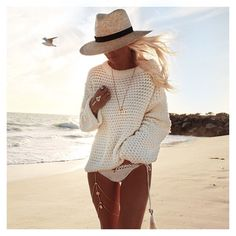 WEBSTA @ gypsylovinlight - Sunset magic ✨ wearing the most perfect beach knit sweater from @rue_stiic for those cool late afternoon beach sessions   @monsieurblondejewels necklace from @baliplatform   #gracebijoux gold leg chain now available on my shop ➡️ www.gypsylovinlight.com/shop  @bobbybense