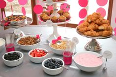 New baby shower brunch buffet yogurt parfait Ideas Breakfast Buffet Table, Brunch Buffet, Party Buffet, Brunch Bar, Baby Shower Brunch, Idee Baby Shower, Baby Showers, Comida Para Baby Shower, Fruit And Yogurt Parfait
