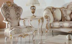Beyaz lake üzerine altın varak işlemeler ile zenginleştirilen Elif klasik koltuk takımında birinci sınıf kumaş ve döşeme malzemeleri kullanıldı. http://www.asortie.com/koltuk-216-Elif-Klasik-Koltuk-Takimi