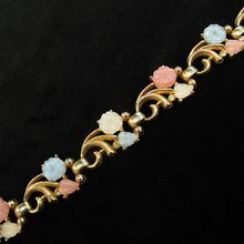 Pretty Vintage Lisner Molded Glass Pink, Blue, and White Flower Bracelet from Vintage Jewelry Girl! #vintagejewelry #lisner #vintagebracelet