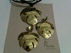 Bellos accesorios de la orfebre Fina Moncada. Ve más en su Facebook o en GaleriaInventiva.com/Fina-Moncada