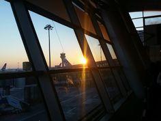 Konstantinoupoli Airport dying sun