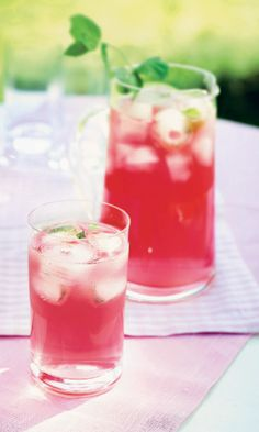 Raikas raparperijuoma // Rhubarb Mocktail Food & Style Katri Schröder Photo Mika Haaranen Maku www. Smoothie Drinks, Healthy Smoothies, How To Make Drinks, Food To Make, Rhubarb Recipes, Recipes From Heaven, Sweet And Salty, Fun Drinks, Summer Recipes
