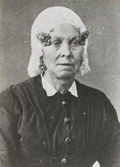 Vrouw in Groninger streekdracht, ca 1880 #Groningen
