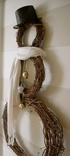 DIY snowman wreath Simple, but cute and can be embellished as you feel inspired Noel Christmas, Rustic Christmas, Christmas Projects, Winter Christmas, All Things Christmas, Holiday Crafts, Holiday Fun, Christmas Wreaths, Christmas Ornaments