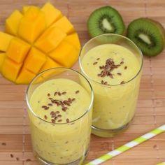 Smoothie mit Mango, Kiwi und Leinsamen