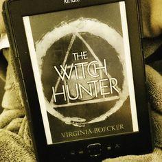 Mein CR  ich komm momentan kaum zum Lesen. Zu wenig Zeit  das trifft leider auch auf meinen Blog zu und damit mir das alles nicht komplett über den Kopf wächst habe ich beschlossen meinen Blog nicht mehr so strikt zu führen (a la 2 Beiträge pro Woche) sondern nur noch wenn ich wirklich Lust und Zeit dazu hab. Dafür möchte ich hier wieder etwas aktiver werden damit ich die Bücher-Onlinewelt nicht ganz verlasse  #thewitchhunter #hexhex #virginiaboecker #witchhunter #witches #fantasybook…