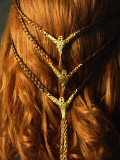 Hair Jewelry Acessories Here is the list of some beautiful Hair ornaments . - Here is the list of some beautiful Hair ornaments . Pretty Hairstyles, Braided Hairstyles, Medieval Hairstyles, Crazy Hairstyles, Celtic Braid, Viking Braids, Costume Wigs, Costumes, Hair Accessories For Women