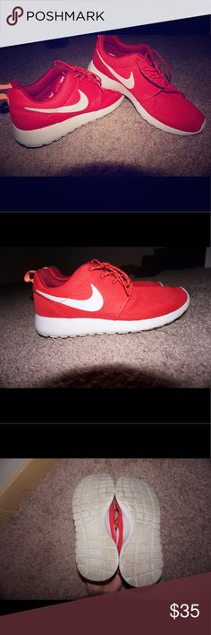 Women's Nike Rosche. 8.5 Only worn a few times out walking, still in great condition! 8.5 but can probably fit someone who wears a 9 as well. They are a reddish/pink. Nike Shoes Athletic Shoes