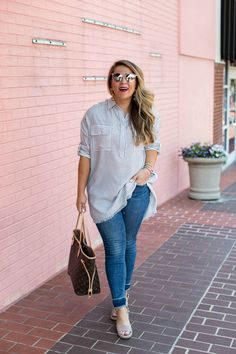 Spring outfit idea - pair a tunic with jeans and sandals for a spring transition outfit. Click through for more on this cute and casual look!