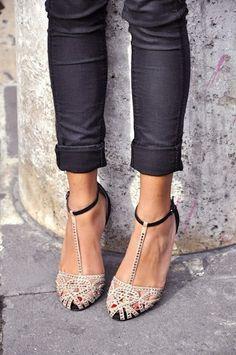 Para adornar los zapatos de baile :)                                                                                                                                                     More