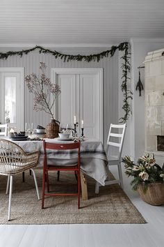 IKEA has plenty of ideas on how to decorate your home for Christmas. The IKEA Chistmas rooms are warm and with plenty of hygge. Living Room Decor Inspiration, Diy Living Room Decor, Bedroom Decor, Ikea Inspiration, Ikea Christmas, Cozy Christmas, Christmas 2019, White Room Decor, Decor Scandinavian
