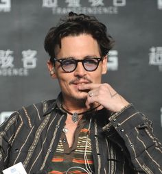 Johnny Depp Confirms His Engagement By Wearing The Engagement Ring To A Press Conference - A Johnny Depp mangagement ring.....