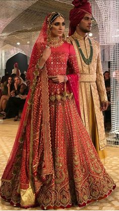 Global Market Leader in Ethnic World , We serve End to End Customizable indian Dreams That Reflect with Amazing Handmade Zardosi Art By Expert Workers , Worldwide Delivery Pakistani Wedding Outfits, Indian Bridal Outfits, Indian Bridal Fashion, Indian Dresses, Designer Bridal Lehenga, Indian Bridal Lehenga, Lehnga Dress, Indian Look, Lehenga Collection