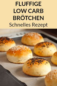Low Carb Brötchen mit Quark und Frischkäse - Rezepte zum Abnehmen - One of the best low carb bun recipes can be found here! Now bake our delicious rolls without carbohydrates and convince yourself. Keto Snacks, Healthy Snacks, Low Carb Bun, Low Carb Burger Buns, Law Carb, Low Carb Recipes, Healthy Recipes, Menu Dieta, Ideas