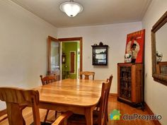 Salle à manger - Triplex à vendre à Montréal dans le quartier Rosemont, contactez Emmanuelle au 451-751-1551, $579,000