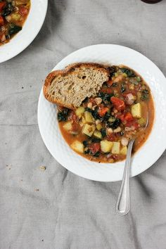 A hearty vegetable stew made with potatoes, leeks, lentils, white beans and tuscan kale. A filling and nutritious vegan meal prefect for cold winter nights.