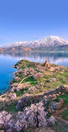 Վանա լիճը, Աղթամար կղզին, Սուրբ Խաչ եկեղեցին ու Սիփանա սարը