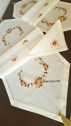 Discover thousands of images about Printed Embroidery - Permin UK Hand Embroidery Design Patterns, Ribbon Embroidery Tutorial, Hand Embroidery Projects, Flower Embroidery Designs, Embroidery Stitches, Machine Embroidery, Decoupage Wood, Embroidery On Clothes, Brazilian Embroidery