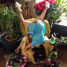 """""""IN EXTREMIS -bodies with no regret"""", une excellente série imaginée par le photographeSandro Giordano, qui immortalise des chutes drôles et improbables d"""