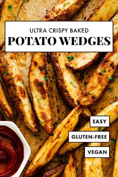 Everyone will love these ULTRA CRISPY baked potato wedges! They're crispy, delicious and irresistible. This recipe for potato wedges is easy, and more healthy than. Crispy Baked Potato Wedges, Potatoe Wedges In Oven, Baked Potato Fries, Crispy Potatoes In Oven, Homemade Potato Wedges, Roasted Potato Wedges, Crispy Oven Fries, Recipe For Potato Wedges, Seasoned Potato Wedges