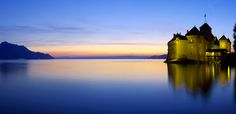 Sunset near Chillon Castle / Château de Chillon © Samuel Bitton Best Places In Switzerland, Lake Geneva, Chula, Adventure Travel, Places To See, Beautiful Places, Castle, Europe, Vacation