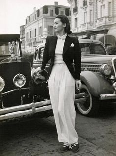 Pantalon Schiaparelli, Cannes, avril Seeberger Frères (According to copyright owner selling prints, and not Chanel) 1930s Fashion, Timeless Fashion, Retro Fashion, Vintage Fashion, Womens Fashion, Madame Gres, Fashion Week, Look Fashion, Elsa Schiaparelli