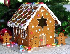 gingerbread houses pictures | Ginger bread houses - with thanks to the Great British Bake off ! Love roof!