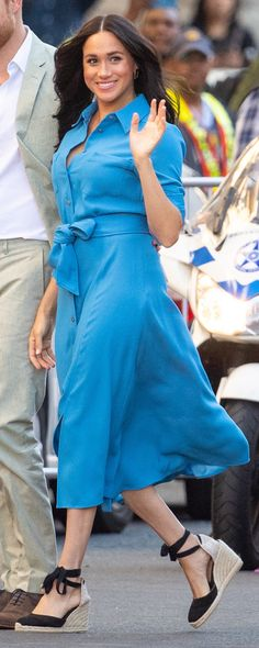 For their second engagement on Day 1 of Royal Visit to South Africa, the Duke and Duchess of Sussex toured the District Six Museum. Meghan wore her sky blue Veronica Beard Cary Dress and Castaner 'Carina' Black Canvas Wedge Espadrilles Royal Fashion, Love Fashion, Plus Size Fashion, Fashion Models, Fashion Outfits, Milania Trump Style, Meghan Markle Stil, Sussex, Prince Harry And Megan