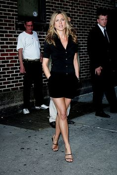 Jennifer Aniston. Looking great, effortlessly. As usual. I need to learn to pose like that at a moment's notice.