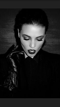 #hellentorres #torreshellen #fashion #fashionmakeup #slickhair #vampire #portraitphotography #modelagency #redlips #mua #beautymakeup #editorial #fashioneditorial