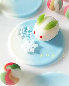 Reminds me of these cute rabbit shaped Chinese buns I was once given 🐇🐇🐇 Japanese Sweets, Japanese Wagashi, Japanese Food Art, Japanese Snacks, Japanese Candy, Cute Desserts, Asian Desserts, Bento, Kawaii Dessert