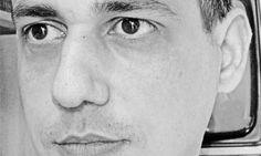 Giuseppe Genna (1969) è autore di numerosi romanzi, fra cui, per Mondadori, Nel nome di Ishmael (2001), Non toccare la pelle del drago (2003), Grande Madre Rossa (2004), Hitler (2008), Le teste (2009) e, per Rizzoli, Dies Irae (2006). Per minimum fax ha pubblicato Italia De Profundis (2008, Premio Corrado Alvaro), Assalto a un tempo devastato e vile (2010) e ha curato l'antologia Tu sei lei (2008) e sta per tornare in libreria con il romanzo Fine impero. Il suo sito internet è…