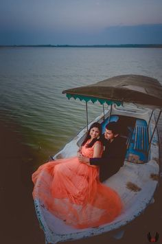 "Photo from Shuttertown Photography ""Wedding photography"" album Pre Wedding Poses, Pre Wedding Shoot Ideas, Pre Wedding Photoshoot, Indian Wedding Couple Photography, Couple Photography Poses, Wedding Stills, Planner Organisation, Couple Shoot, Couple Pics"