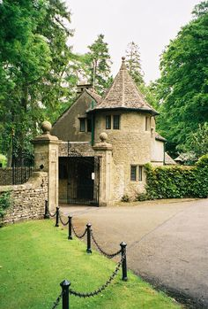 Cotswold gate house    #places #England