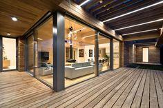 Студия Mariusz Wrzeszcz Office спроектировала частный дом в городе Познань, Польша. Расположенный в тихом районе, он построен на базе деревянной каркасной конструкции. Его площадь составляет 166 квадратных метров. Внутри и снаружи дом отделан древесиной кедра, что и является его особенностью. Рез...