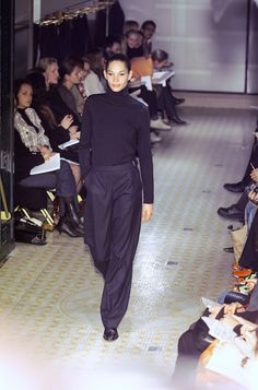 Hermès at Paris Fashion Week Fall 2001 - Runway Photos