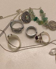 Nail Jewelry, Cute Jewelry, Jewelry Rings, Jewelry Accessories, Grunge Jewelry, Hippie Jewelry, Hippie Rings, Bijoux Piercing Septum, Estilo Hippie