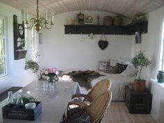 Fru Pedersens have: Sådan byggede vi skurvognen til haven. Cabin Porches, Barns Sheds, Scandinavian Style, Bed And Breakfast, Tiny House, Cottage, Contemporary, Loft, Architecture